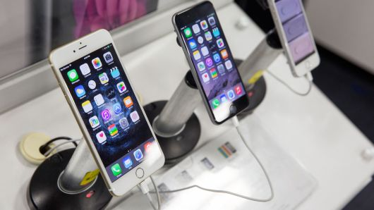 Here's why Apple's slowdown in China could mean bad news for Best Buy